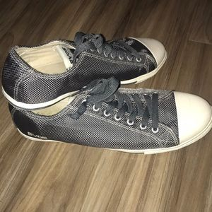 Evos gray sneakers
